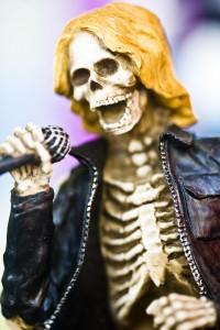 Skeleton singer