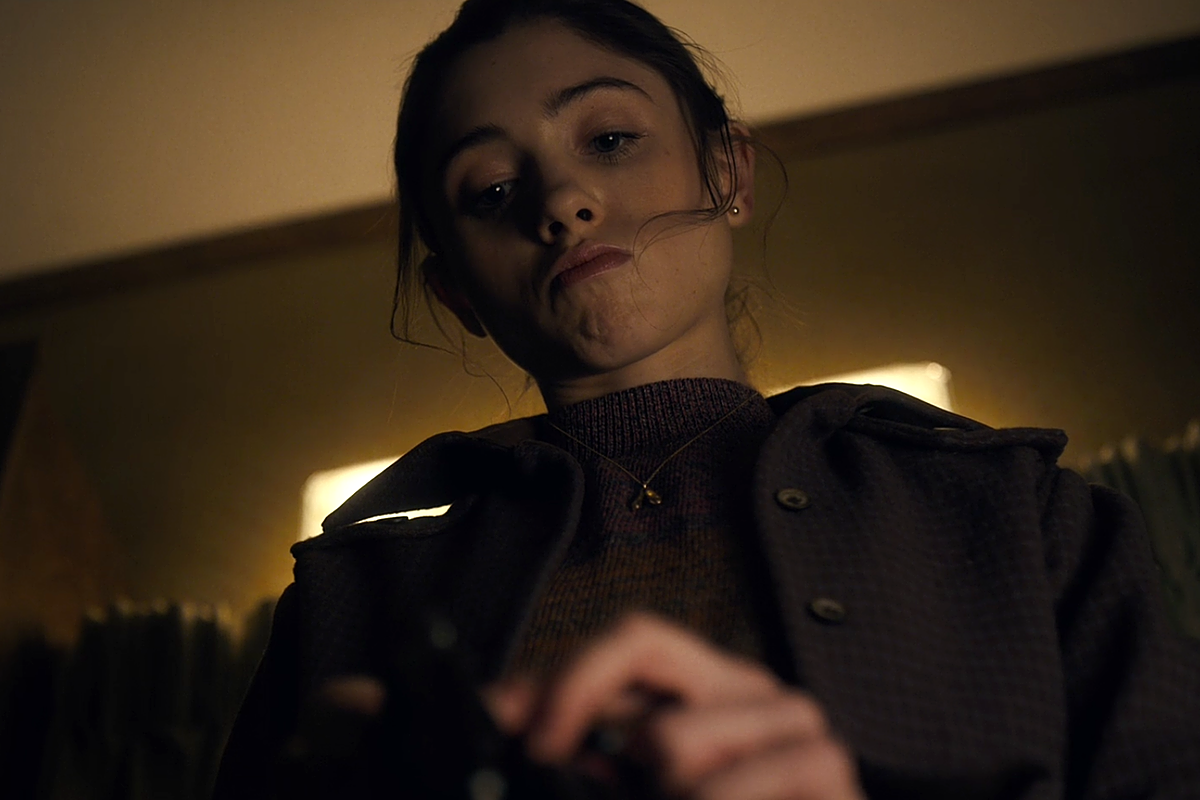 Nancy from Stranger Things loads a revolver